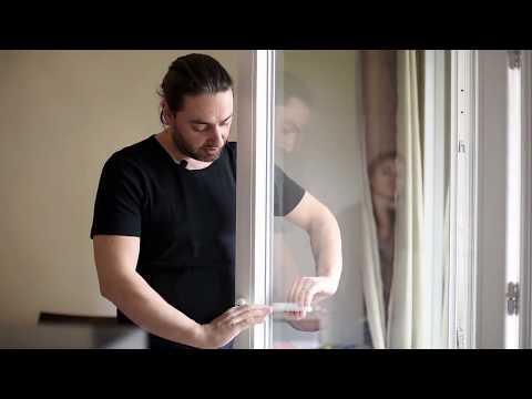 Porte Fenêtre Avec Une Poignée Et Une Serrure Youtube