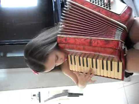 Lais Amaro ♥ tocando Dominguinhos