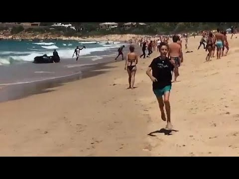Boat carrying migrants lands on popular tourist beach in Spain