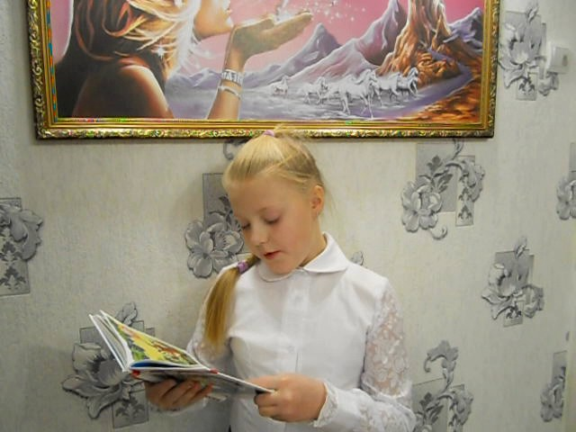 Изображение предпросмотра прочтения – ОльгаЧернышева читает произведение «Лисица и виноград» И.А.Крылова