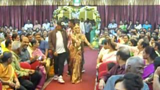 കിടിലന് കല്ല്യാണം-Unique Entrance made by the Bride thumbnail