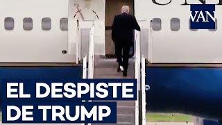 Desatento, Trump entra em avião com papel higiênico colado no sapato; veja o vídeo!