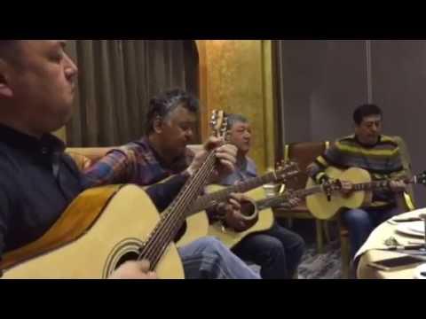 Uyghur guitar song/Dilshat Rayidin