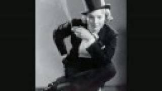 Nimm dich in acht vor blonden frauen (1930) Marlene Dietrich