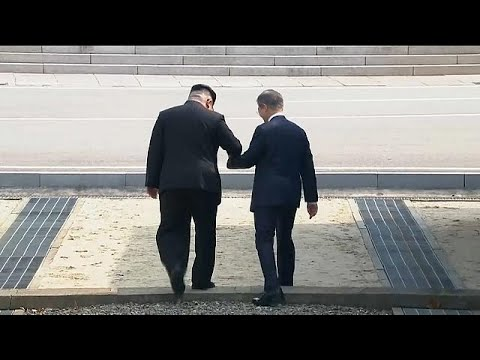 لحظة تاريخية.. زعيم كوريا الشمالية يتجاوز خط الهدنة العسكري نحو الجنوب في قمة كسر الجليد…