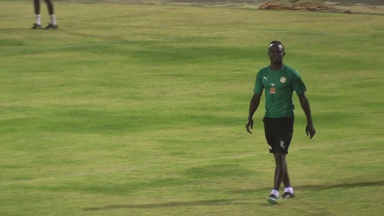 Sadio Mané foule la pelouse du stade Lat Dior de Thies