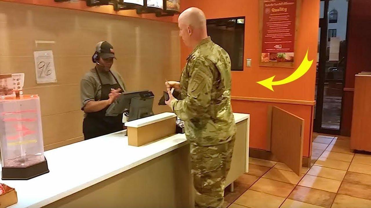 Bu Asker Yemek Siparişi Veriyor, Arkasında 2 Çocuğun Sesini Duyunca Buz Gibi Oluyor