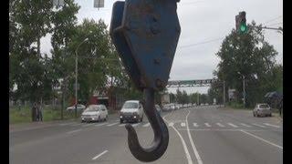 Крюк крановой установки пробил голову водителю