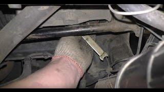 Стучит рулевая рейка на Приоре - как подтянуть?!(Подробный видео обзор по подтягиванию рулевой рейки на автомобиле Лада Приора. Как определить, что стучит..., 2015-12-28T12:58:19.000Z)