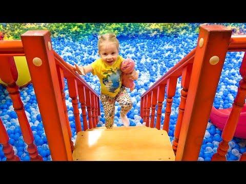 Кукла пупсик - День Рождения на детской площадке Весёлое видео для детей Влог от Насти - Как поздравить с Днем Рождения