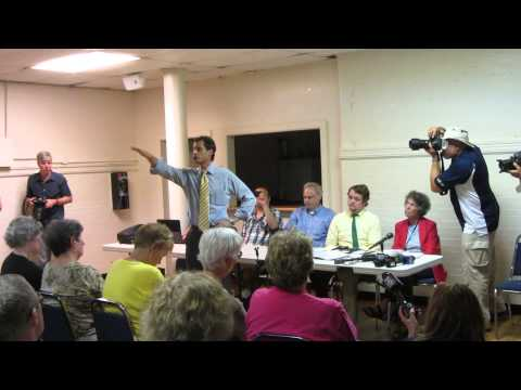 Anthony Weiner confronted at City Island CIVIC Association meeting. 7/30/13