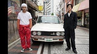 横須賀を舞台にしたヒューマンドラマ。俳優とミュージシャンの兄弟が亡...
