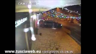 Furto nella notte in gioielleria - I ladri in azione