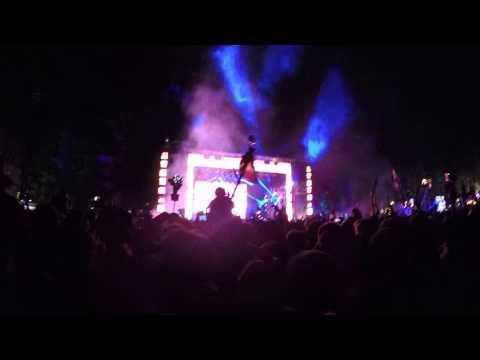 Skrillex -  YALA (Bro Safari & Valentino Khan Remix) live @Snowglobe2014
