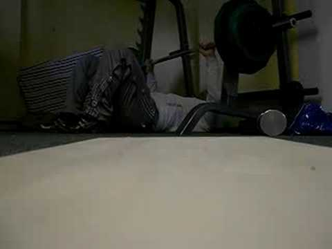 Floorpress 1RM 145KG attempt