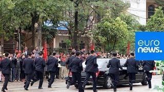 North Korea's Kim Jong-un accompanied by running bodyguards on his way to Hanoi thumbnail