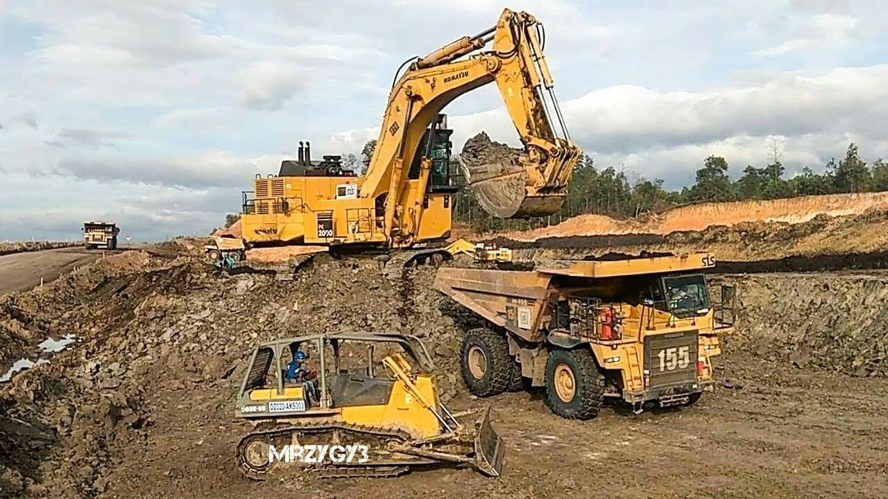 BIG Digger Excavator Dump Truck Bulldozer Working On Coal ...