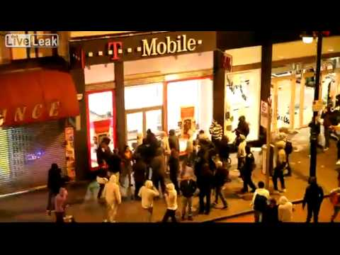 LONDON RIOTS - Looting T-mobile - Brixton