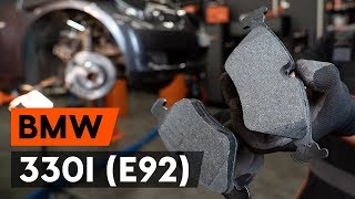 Hoe een remblokken vooraan vervangen op een BMW 330i 3 (E92) [AUTODOC-TUTORIAL]