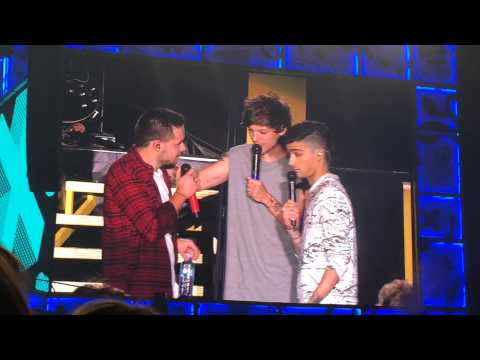 Louis and Zayn ask Liam how tall he is (Adelaide 17/2/15)