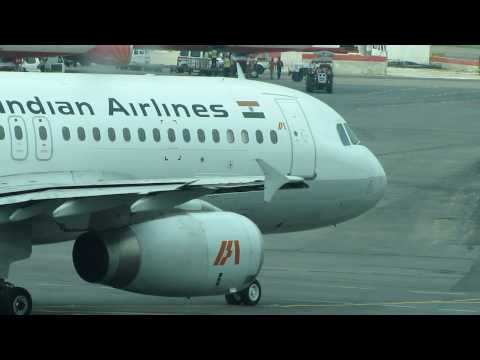 Indian Airlines (old livery) Double-bogie Airbus A320-231 Taxiing at Delhi IGI Airport