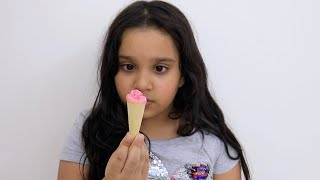 Shafa pretend play with tiny ice cream