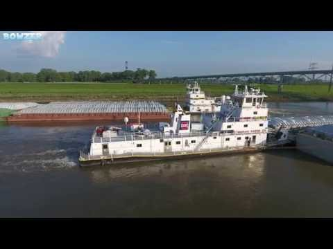 The M/V Neil N Diehl Meets the M/V Robin B Ingram at the Chain of Rocks  Canal in 4K