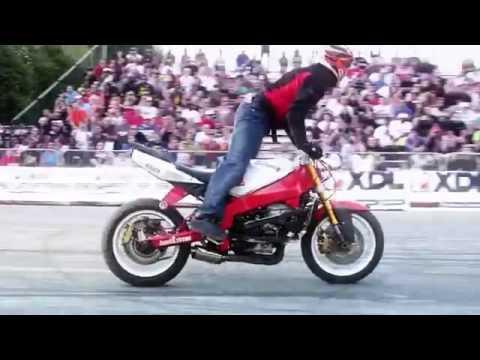 Нереально крутые трюки на мотоциклах