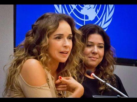 Daniela Mercury e a esposa Malu em lançamento de campanha da ONU (Foto: Reprodução / Youtube)