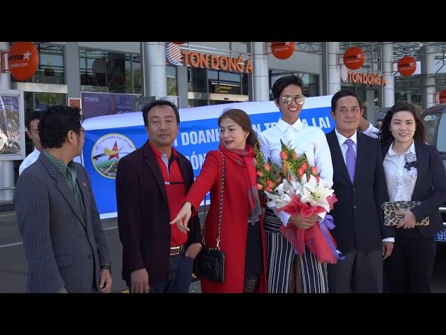 H'Hen Niê đến Gia Lai với sự chào đón của PGD sở VHTT Du Lịch và hội Doanh Nhân Trẻ