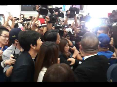 20120629安室抵達台北松山機場「Uncontrolled」