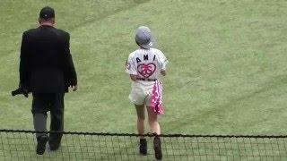 この試合では、歌手の鈴木亜美さんが始球式を行いました。 背番号、ハー...