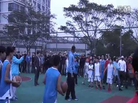 T-MAC fever in China--T-Mac teaches the young how to play basketball