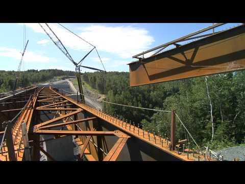 Construction du pont de la rivière Famine (autoroute 73)