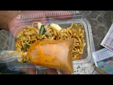 Jakarta Takjil Street Food 6 Fried Noodles Lontong Kolak Ramadhan 1436 H June 23 2015 3267
