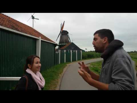 Dutch guy Speaking Indonesian with news reporter - Orang belanda ini berbicara bahasa Indonesia