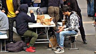 В Париже беженцев накормили бесплатно (новости)
