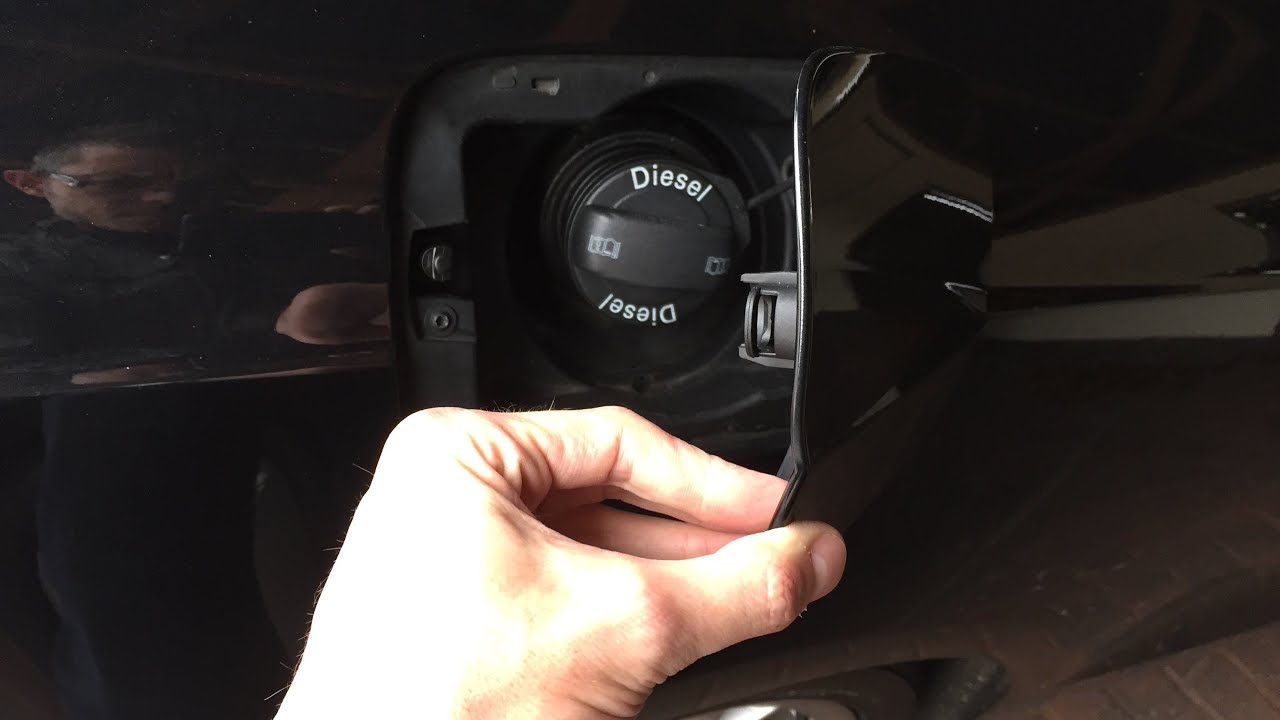 how to open stuck fuel filler flap audi a5 a4 a6 a8 youtube rh youtube com 1998 Audi A4 Fuse Diagram 1998 Nissan Sentra Manual