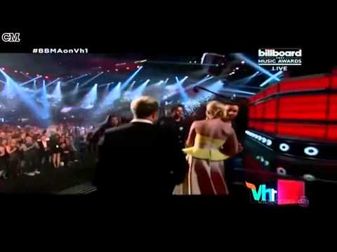 One Direction Wins Top Touring Artist Billboard Music Awards 2015 [RusSub]