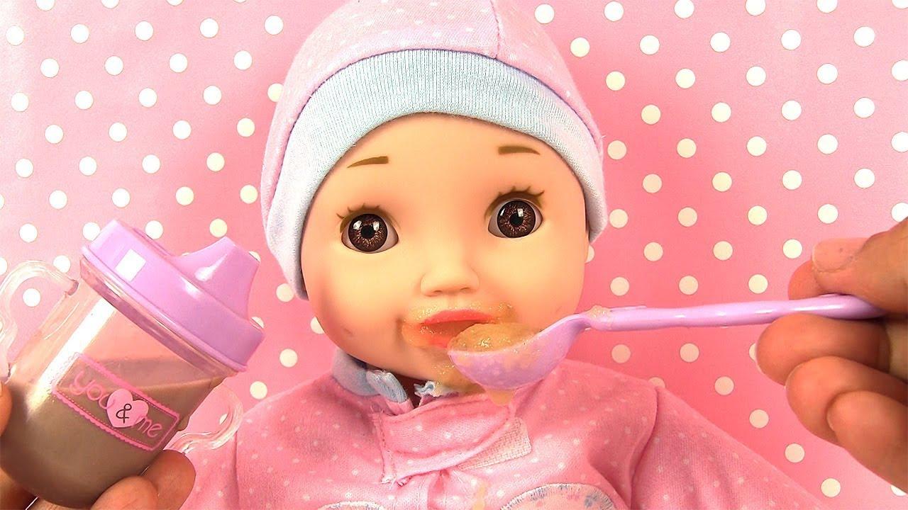 картинки куклу кормят год