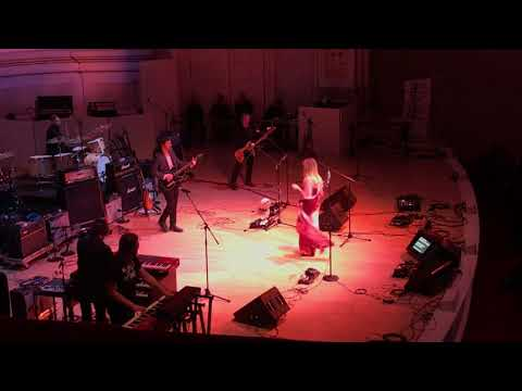 """Nicole Atkins w/ Bustle In Your Hedgerow - """"Rain Song"""" - Carnegie Hall - 3/7/18"""
