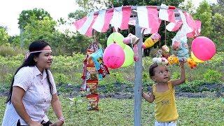 Bayi Lucu Panjat Pinang Merayakan Kemerdekaan 17 Agustus - HUT RI Ke 72