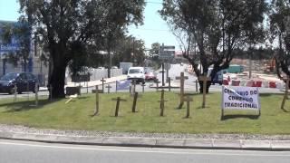 Primeira acção de protesto do Clube de Cidadãos para a Defesa do Comercio Tradicional e Local.  Cemitério na Rotunda A Saloia TV apoia o Clube de Cidadãos....