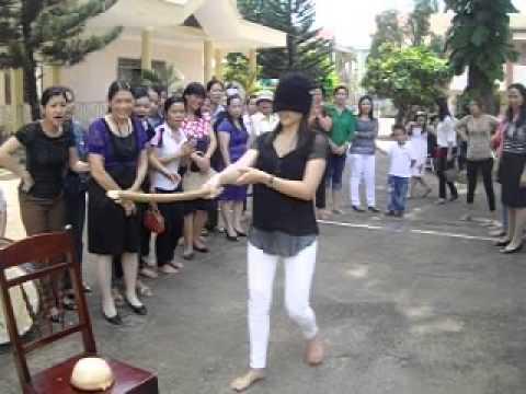 Trung cấp sư phạm mầm non Dak Lak, Trò chơi bịt mắt đập niêu nhân ngày 20/10/2012