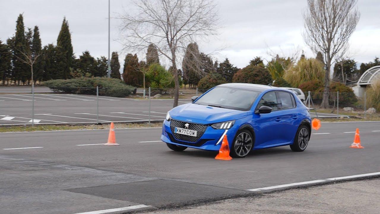 Peugeot 208  2020 - Maniobra de esquiva (moose test) y eslalon   km77.com