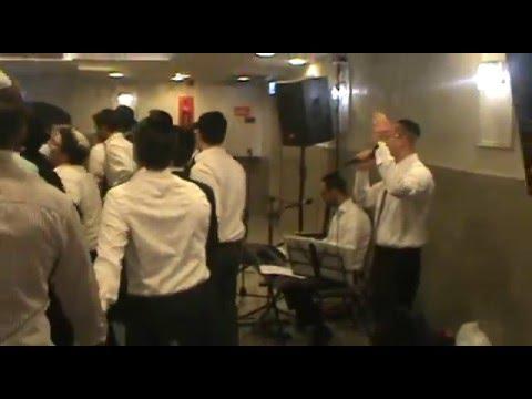 Dovid Lowy Singing At Landers Melava Malka