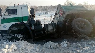Мастерство и безбашенность водителей тяжелой техники на севере