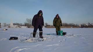 Зимняя рыбалка на реке Волхов ч 2 Ловим подлещика с тестем