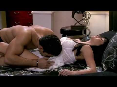 Protagonistas   Adrián y Shanik en una escena de cama   YouTube 2