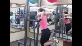 Основные упражнения на верхнюю часть тела для женщин в тренажерном зале